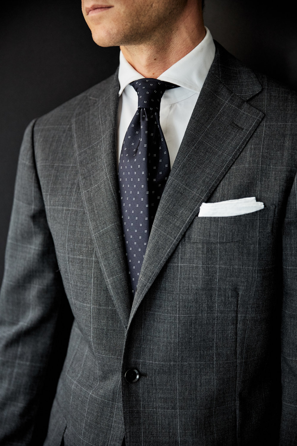 161003_RJ_Nick_DarkGreySuitJacketDetail__I2A5237.jpg