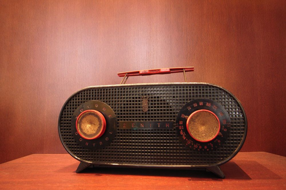Old_Zenith_Radio_receiver_01.jpg