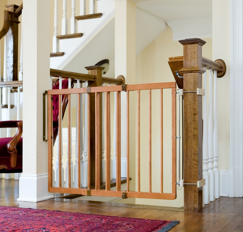 Hardware-mounted gate using baluster newel attachment
