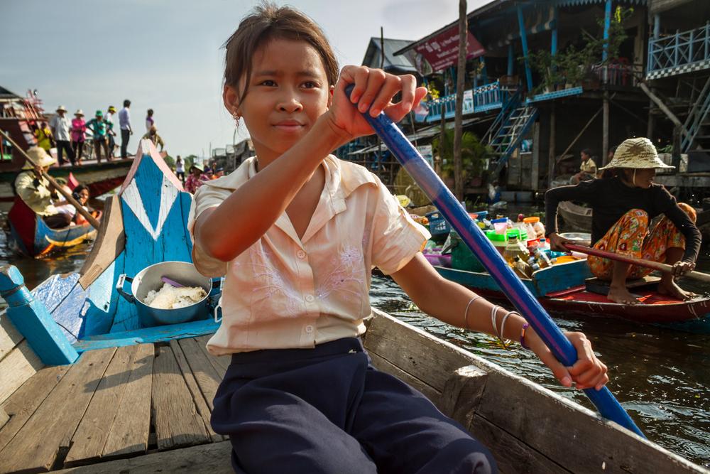 carlosro Girl Tonle Sap Lake.jpg