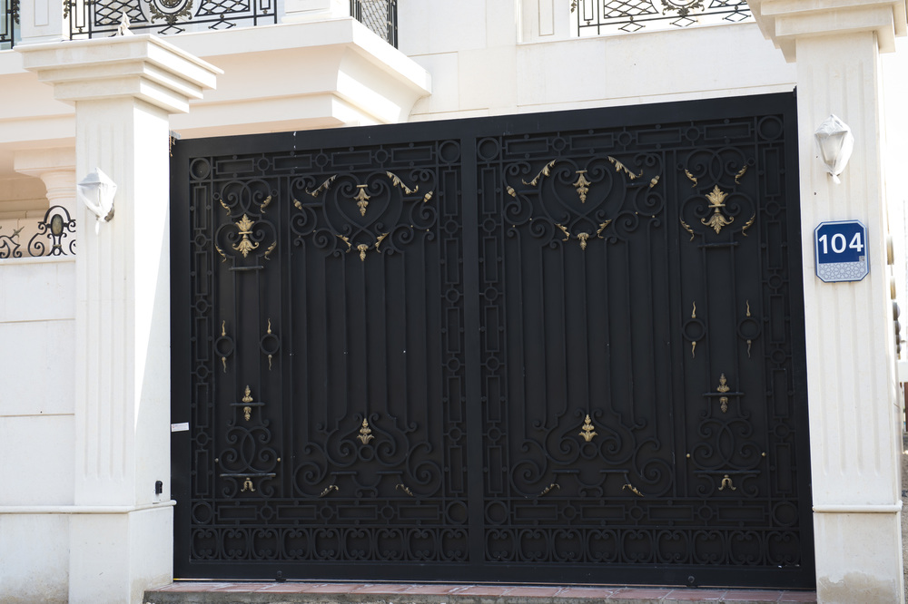G0005+ +black opaque metal iron gate uae big