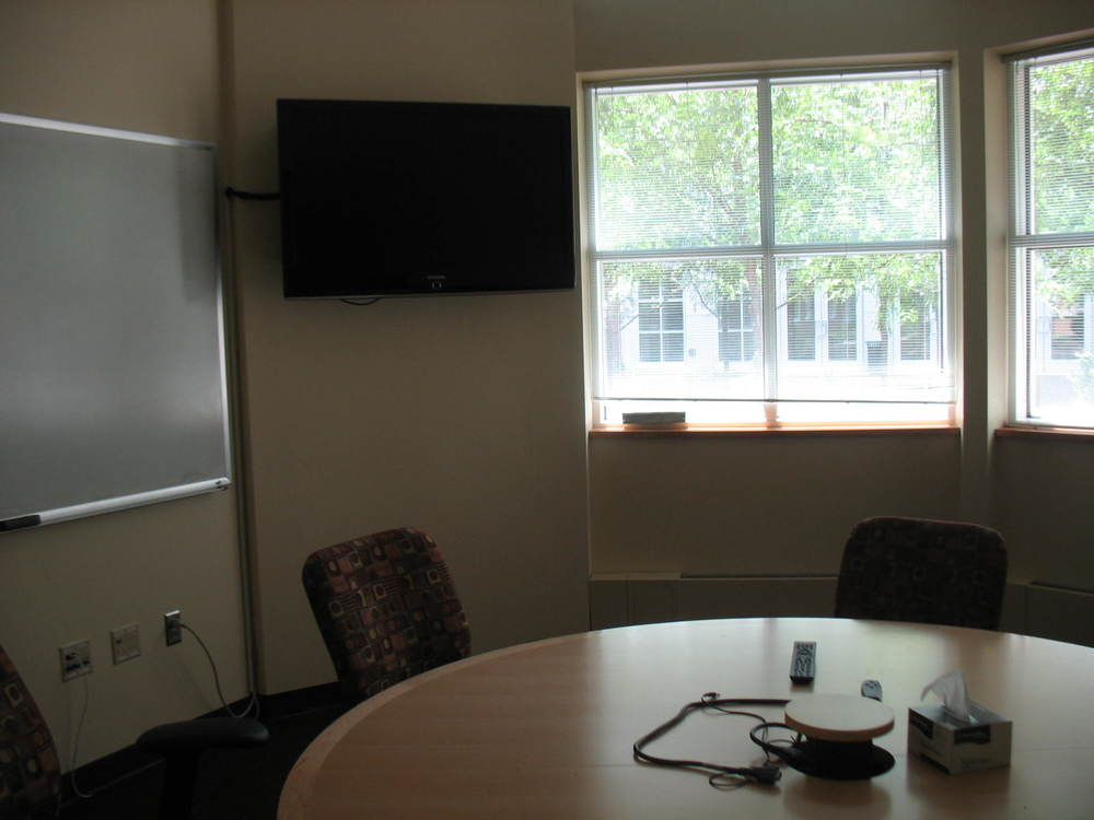 Each floor has an easily accessible conference room for group research meetings or journal clubs. these rooms have both a whiteboard and a projector to facilitate presentations.