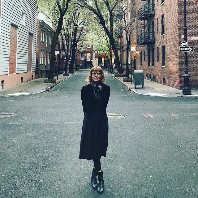 Wandering the West Village in bloom 🌸@diderotprof 📷 #takealoadoff #takeabreath #lovenyc❤️