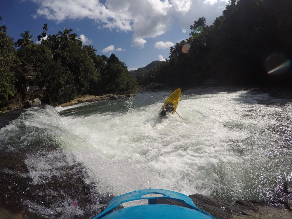 A kayaker running the Jogi's hole