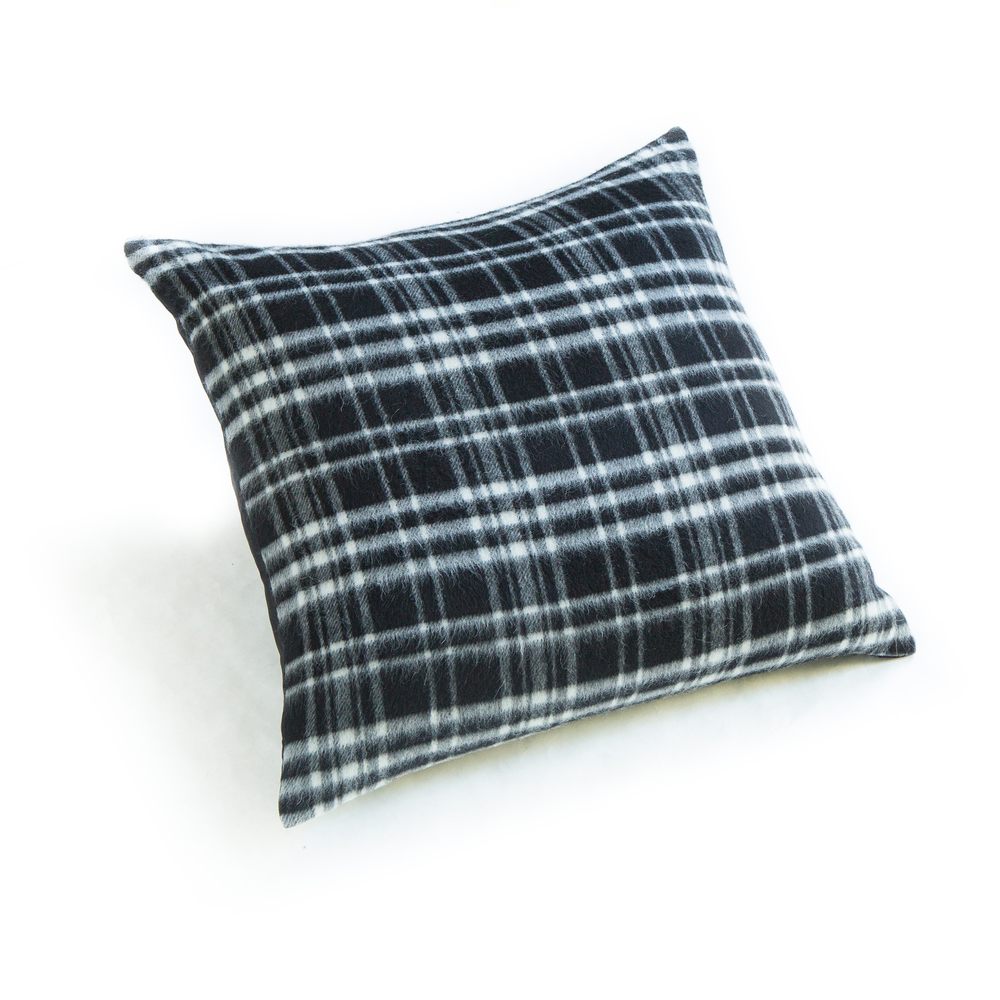 smallgunns_wool_plaid_black_pillow_24_5905.jpg
