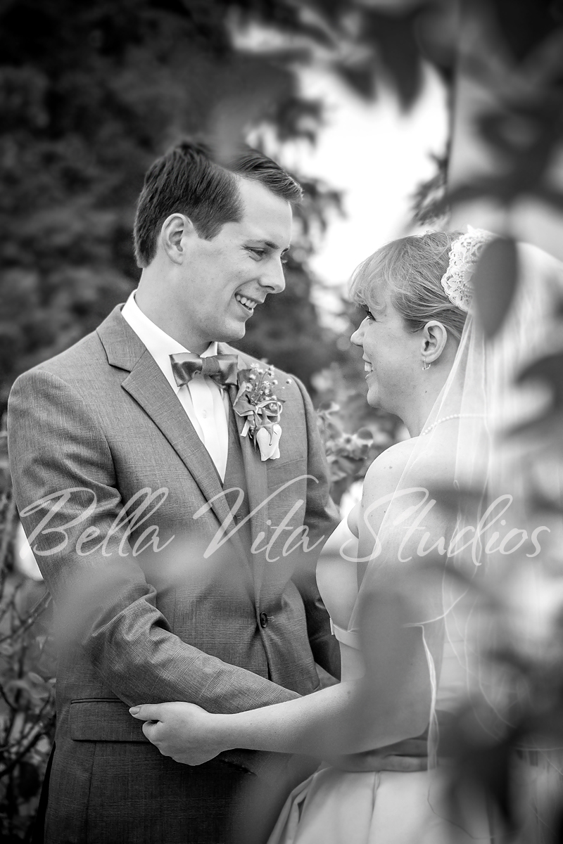fort-wayne-wedding-photographers-photography-lakeside-park-first-look-kris-2.jpg.jpg