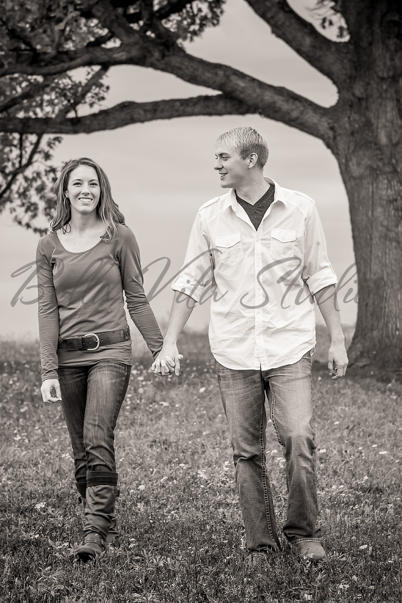 engagement-portraits-photos-fort-wayne-photographers-wedding-photography-07-10