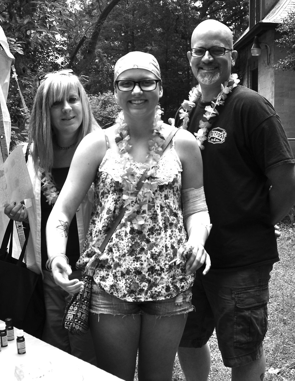 Heather Stabinsky, with her parents, shows off her washable tattoo.