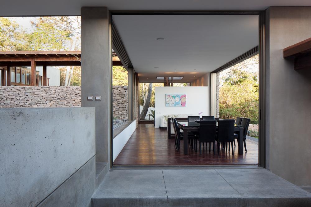 Architecture-Modern-Casa-Jardin-El-Salvador-Interior-10.JPG