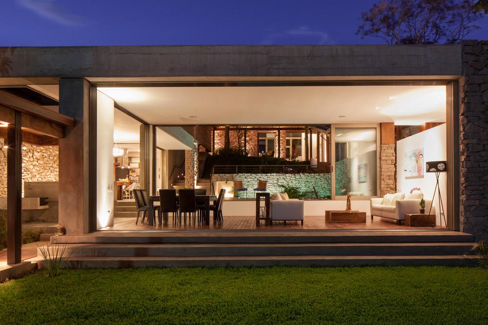 Architecture-Modern-Casa-Jardin-El-Salvador-Night-18.JPG