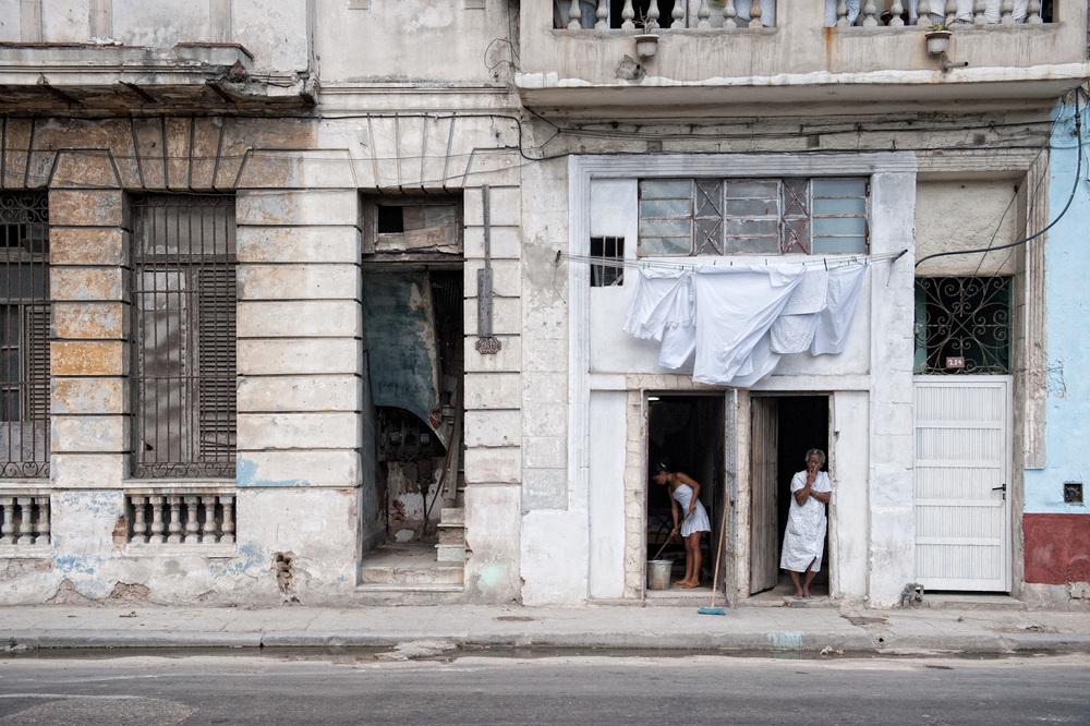 Cuba-Havana-Travel-Street-Scene-White.JPG