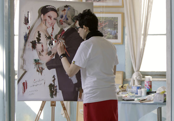 Manal works on her art in Amman, Jordan, February 2013. Credit: Maryam Jum'a