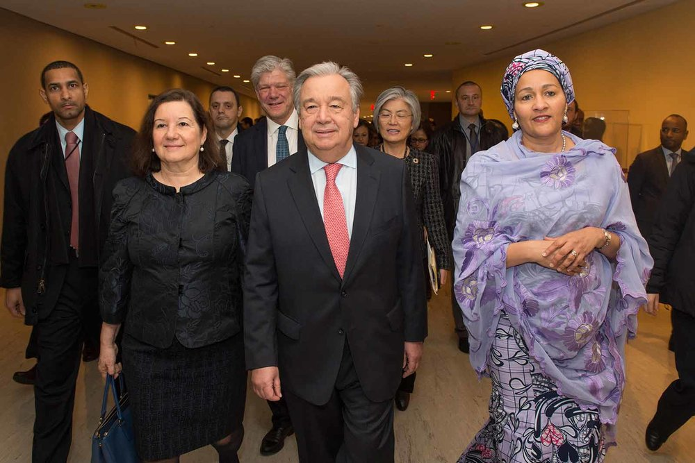 ON HIS FIRST DAY AT WORK, ANTÓNIO GUTERRES, THE NEW UNITED NATIONS SECRETARY-GENERAL, LAID A WREATH IN HONOUR OF UN STAFF FALLEN IN THE LINE OF DUTY AND ADDRESSED STAFF MEMBERS GATHERED TO WELCOME HIM. UN PHOTO/ESKINDER DEBEBE