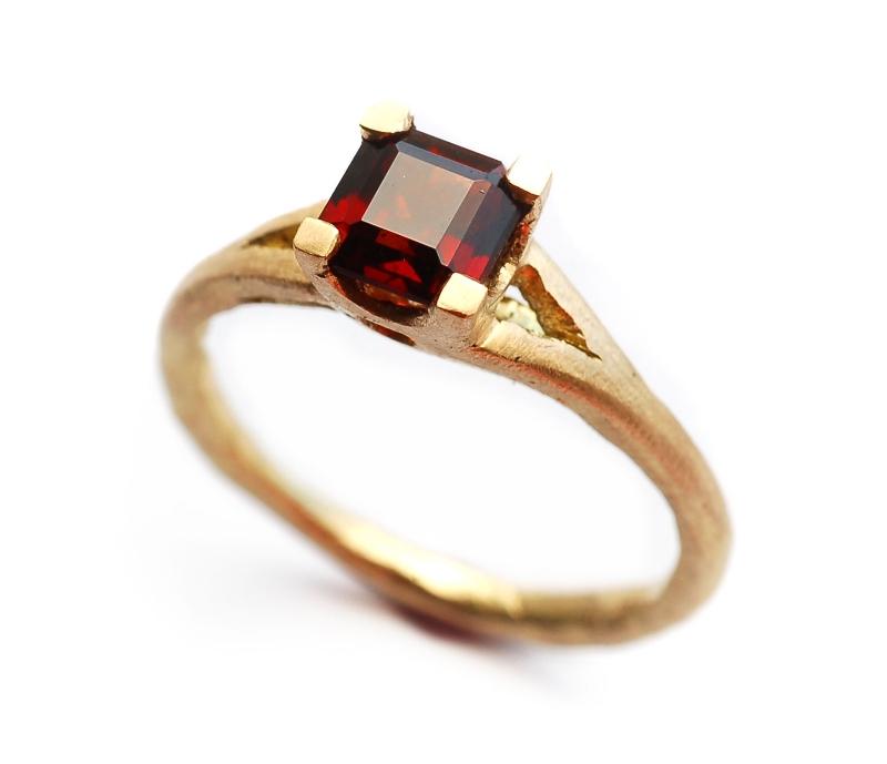 'Garanatus' Garnet Ring
