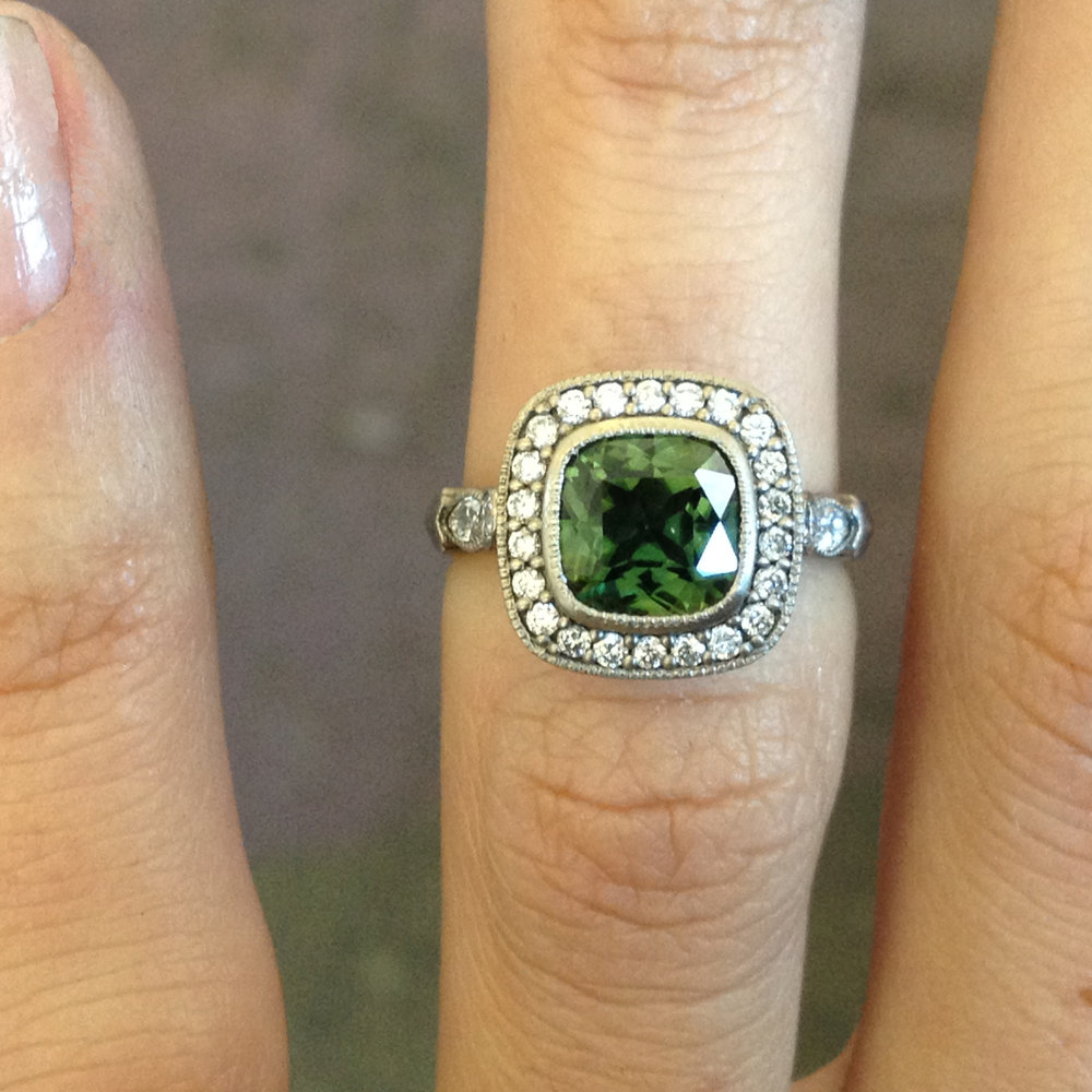 Amoli Ring, 18kt white gold, green sapphire, white diamonds,