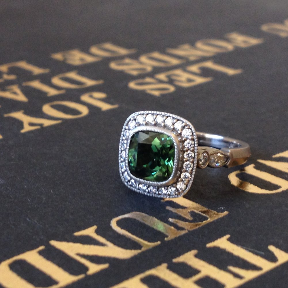 Amoli Ring, 18kt White Gold, Green Sapphire, White Diamonds