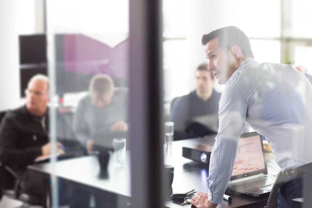 Strategiczne Implementacje - Zapewnimy Ci odpowiednie wsparcie podczas całego procesu Customer Success Journey. Nasi eksperci od rozwiązań chmurowych pomogą Twojej firmie na każdym etapie change management.