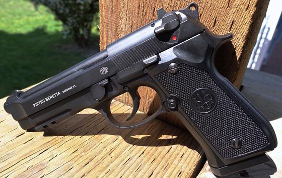 Umarex Beretta Mod  92 A1 CO2 Blowback 4 5mm BB Pistol Table