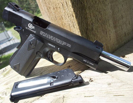 Umarex Colt Commander CO2 Blowback 4 5mm BB Pistol Table Top Review