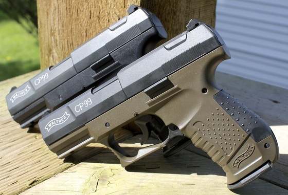Umarex Walther CP99  177 Caliber Pellet CO2 Air Pistol Table