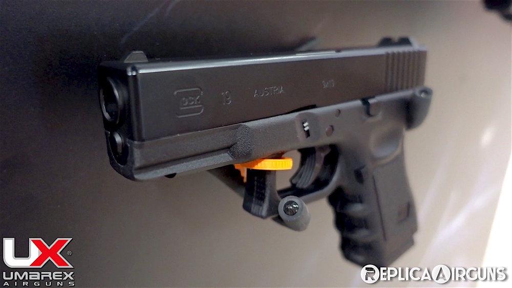 SHOT Show 2018 Umarex BB Glock 19.jpg