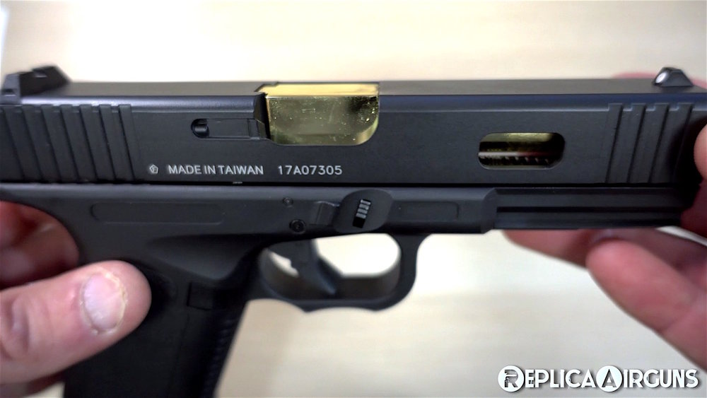 KWC K17 CO2 Blowback BB Pistol Rigth Side Closed.jpg