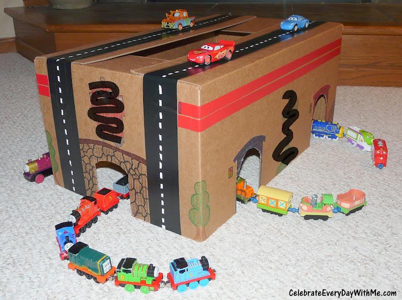 Как сделать гараж для игрушечной машинки своими  616