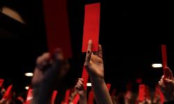 Carré rouge sur fond noir  de Santiago Bertolino et Hugo Samson 110 min, Québec, Canada, 2013