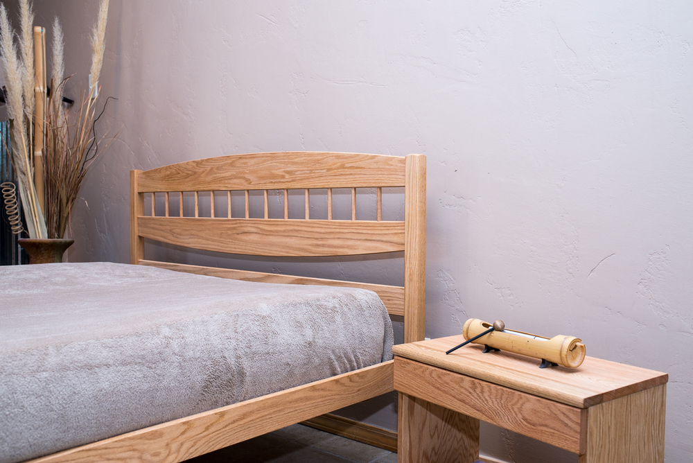 Bandelier bed shown in Oak