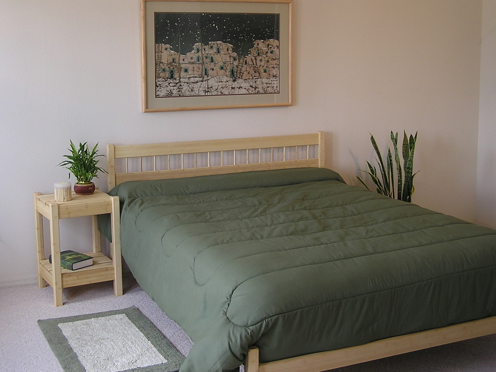 Sandia Bed Table with Ranch Bed