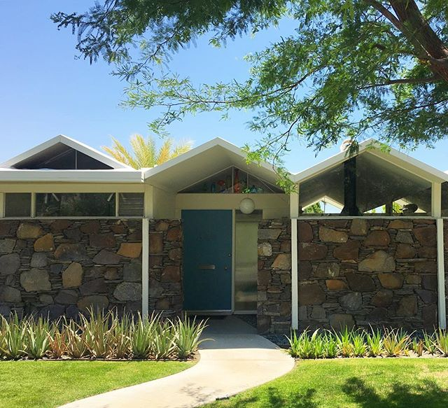 A condo at Merito Manor would do quite nicely as a little Palm Springs vacation escape, don't you think? #barryberkus #palmsprings #psmodern