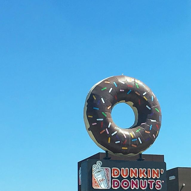 It's #nationaldonutday so let's celebrate this sprinkle 🍩 that survives in Long Beach thanks to public input that encouraged the developer to rehab and place it atop a new #dunkindonuts building. Originally the donut was pink and towered over a much smaller mid-century building. It was one of twenty locations of Mrs. Chapman's Angel Food Donuts. The chain began in 1941 with its first location at Ocean and Locust in Long Beach. #lbmodern