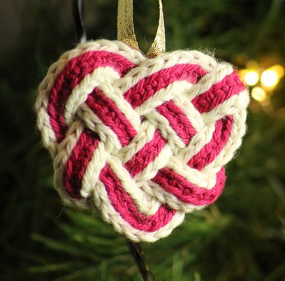 celtic_knot_heart_plain_image_for_ravelry_medium2.JPG