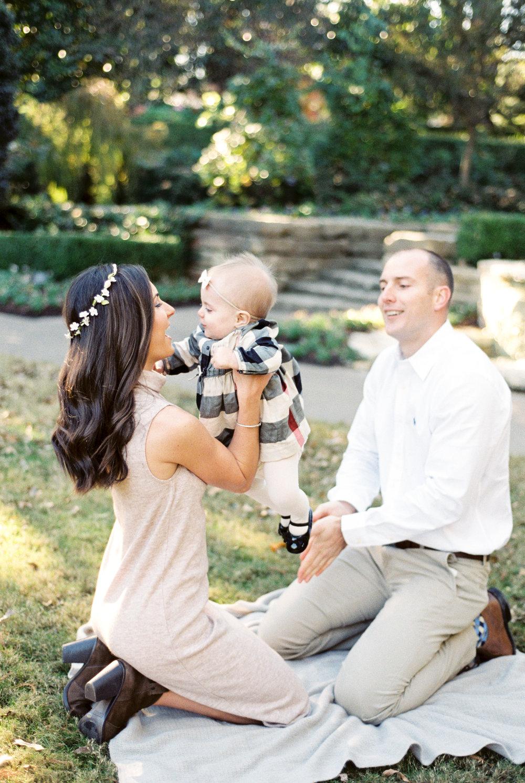dallas-texas-dallas-arboretum-family-portraits-ar-photography-betanzo-family-28.jpg