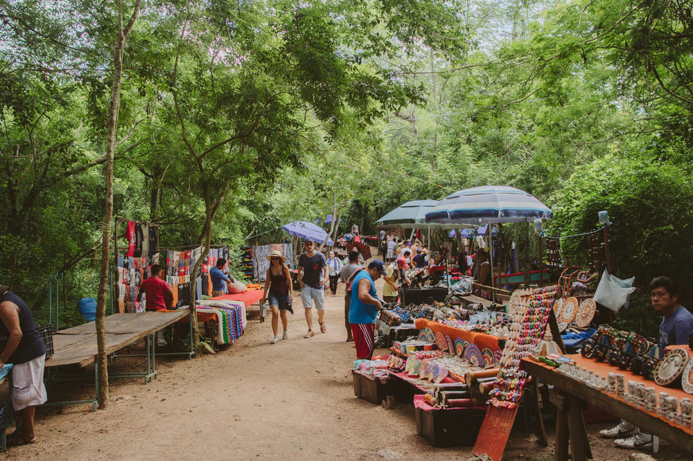 chichen-itza-vendors