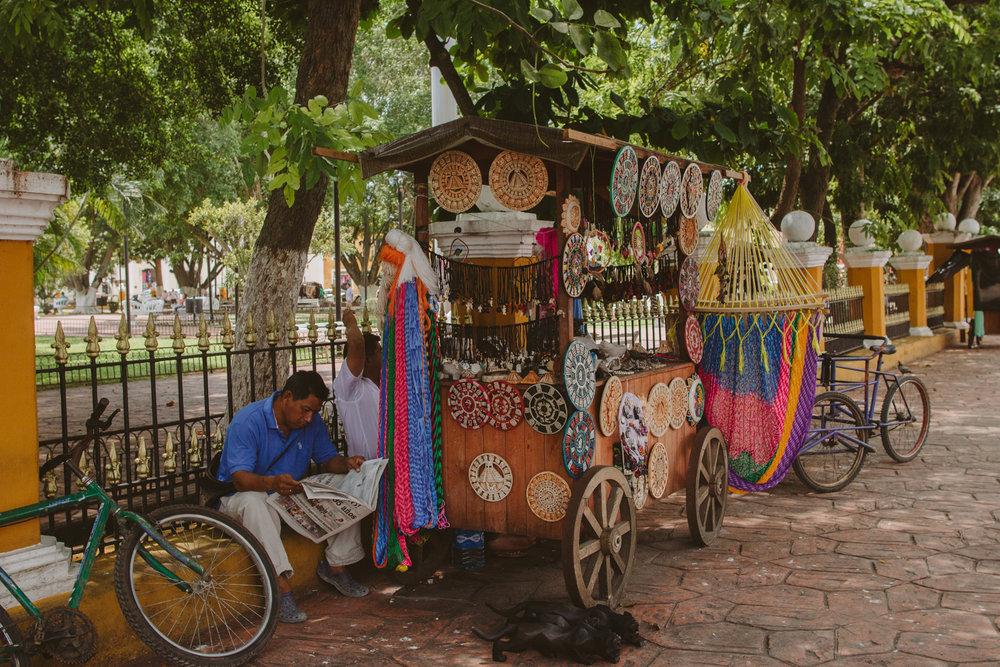 valladolid-city-mexico-vendor