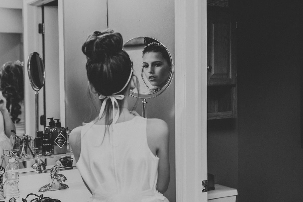 daughter-getting-ready-for-moms-wedding-day-photography-eastern-pa