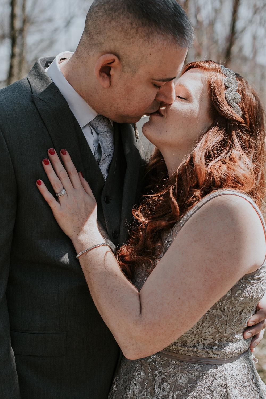 kissing-at-wedding-photography