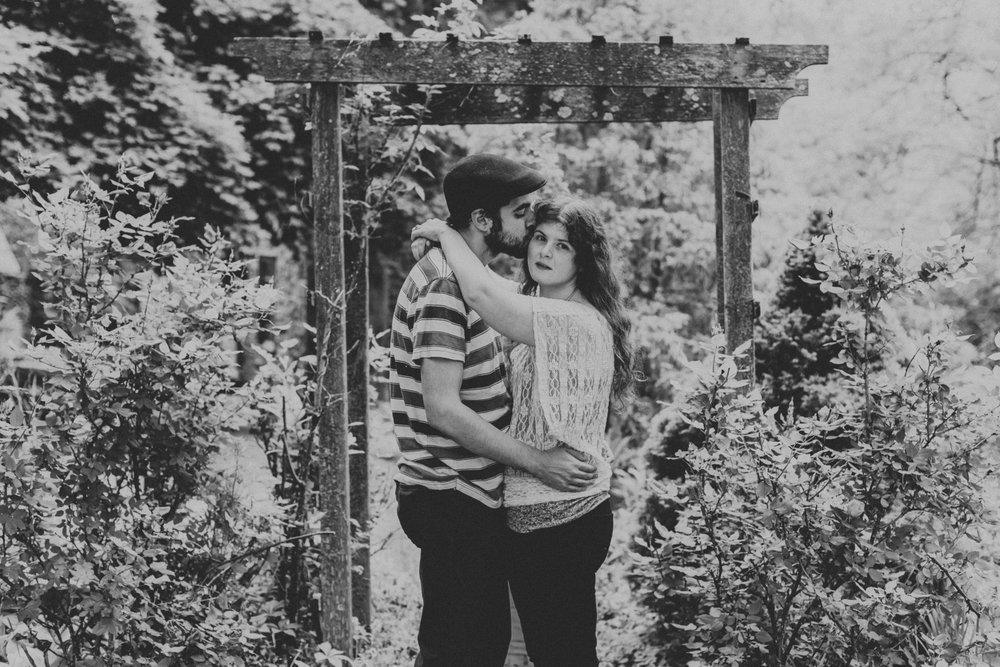 pennsylvania-trellis-engagement-session-photograph