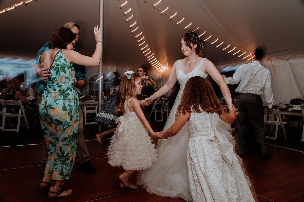 bride-danicing-reception
