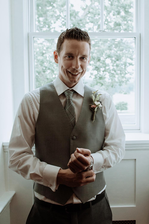 silver-creek-country-club-groom-portrait