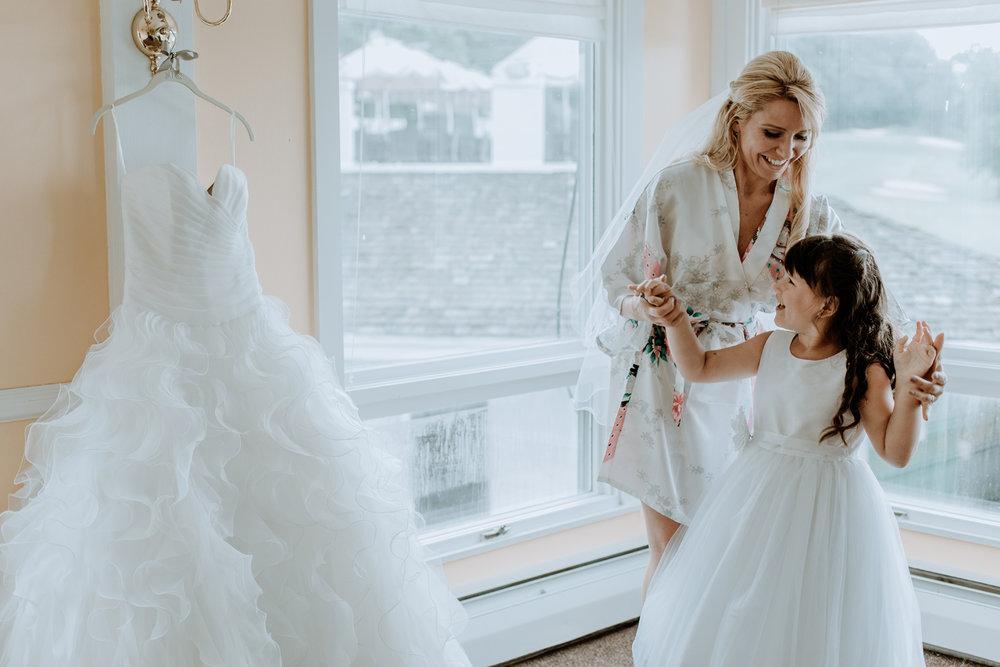 getting-ready-for-wedding-dress-silver-creek-country-club