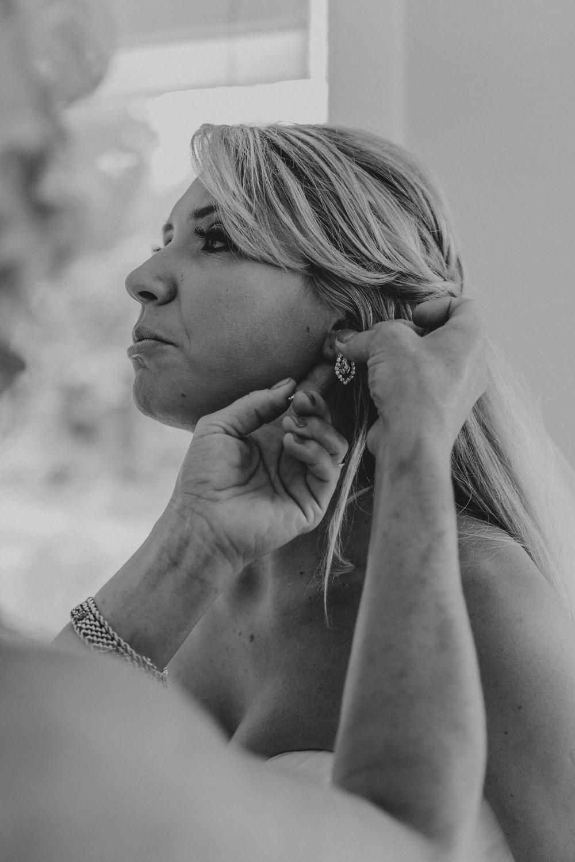 geting-ready-silver-creek-country-club-hellertown-pennsylvania-wedding-day