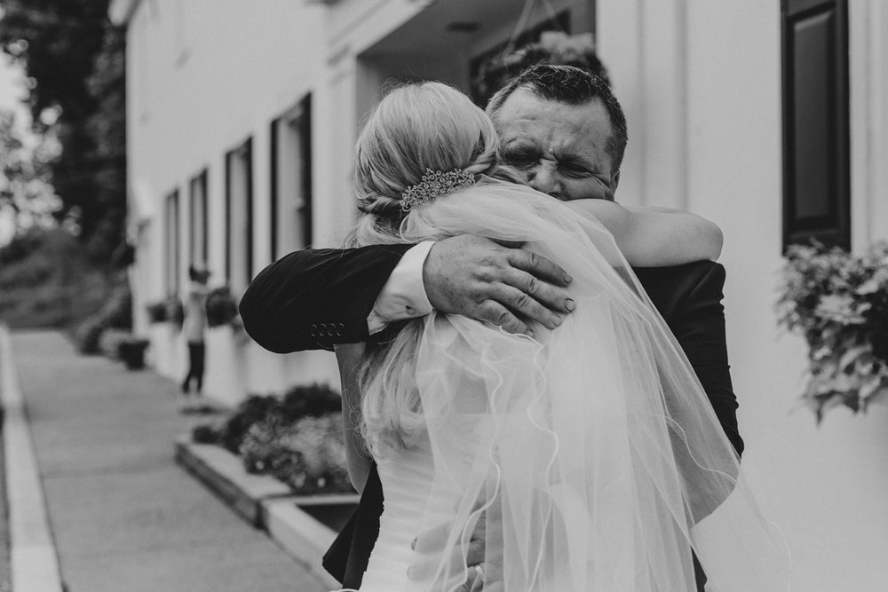 father-daughter-hug-silver-creek-country-club-wedding