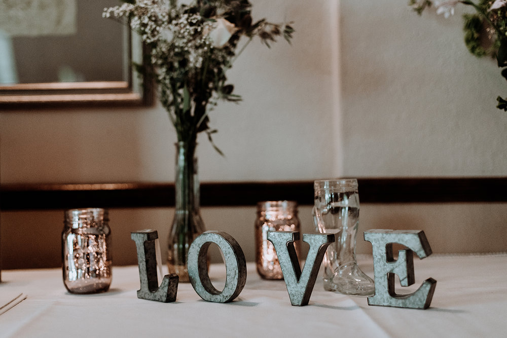 silver-creek-country-club-bride-and-groom-decor-wedding-photography