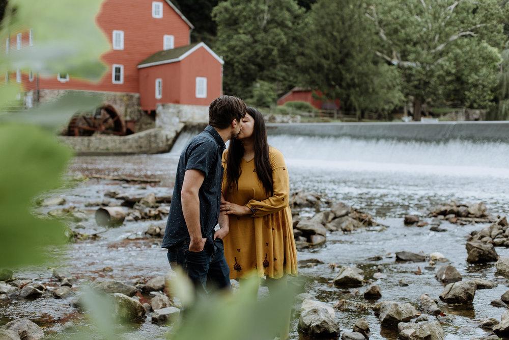 clinton-nj-natural-engagement-kiss