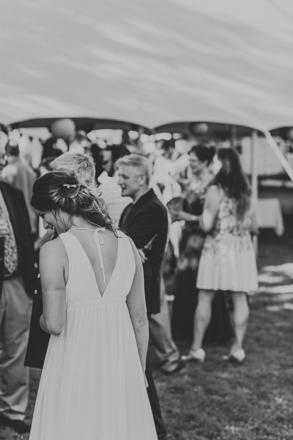 candid-lehigh-valley-wedding-cocktail-hour-photography