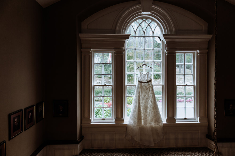 manufacturers-golf-club-dress-window-wedding-shot