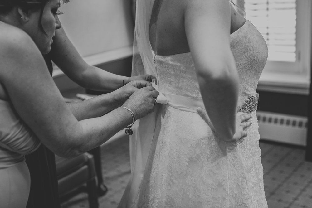 manufacturers-golf-club-wedding-day-getting-ready-dress