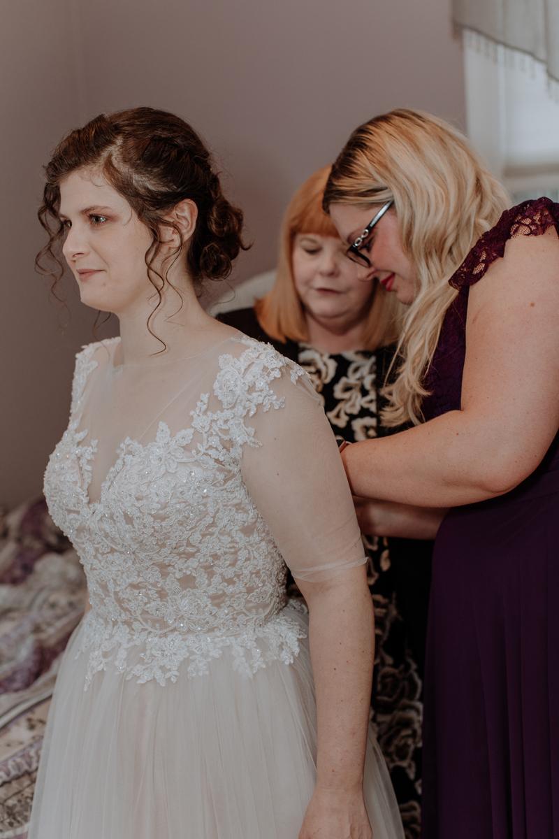 bride-photo-get-ready